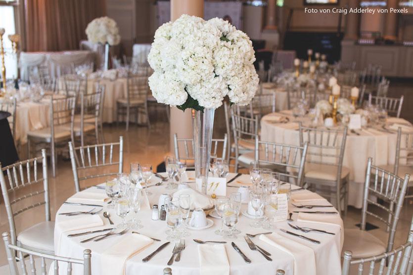 Besteck auf einer Hochzeit